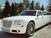 Chrysler 300C белый