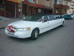 Lincoln Town Car белый с черной крышей