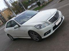 Mercedes-Benz E200 белый