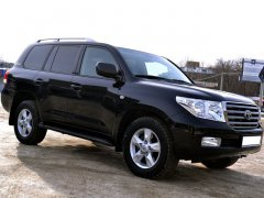 Toyota Land Cruiser 200 черный